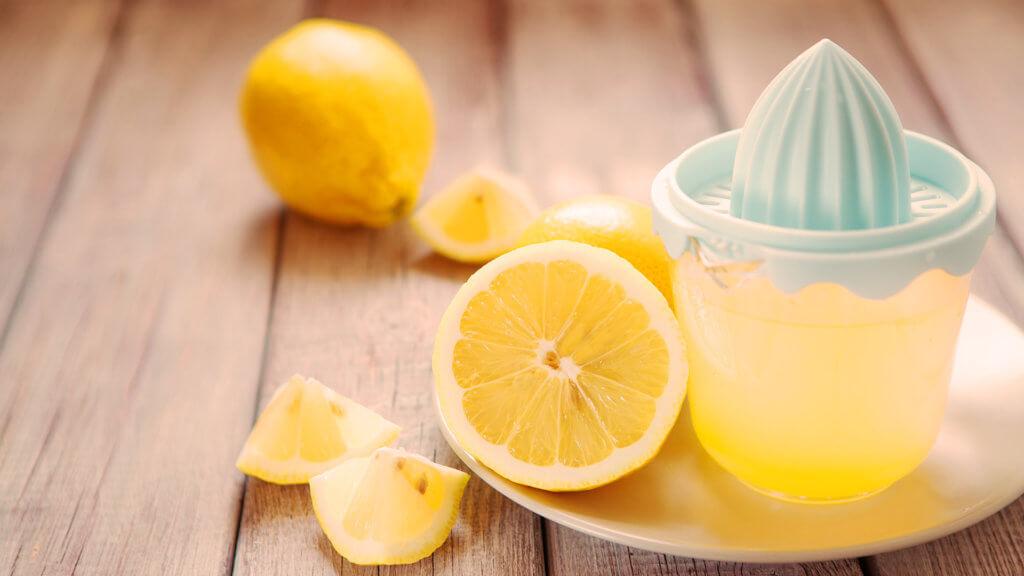 Zitronensaft als Hausmittel gegen Akne