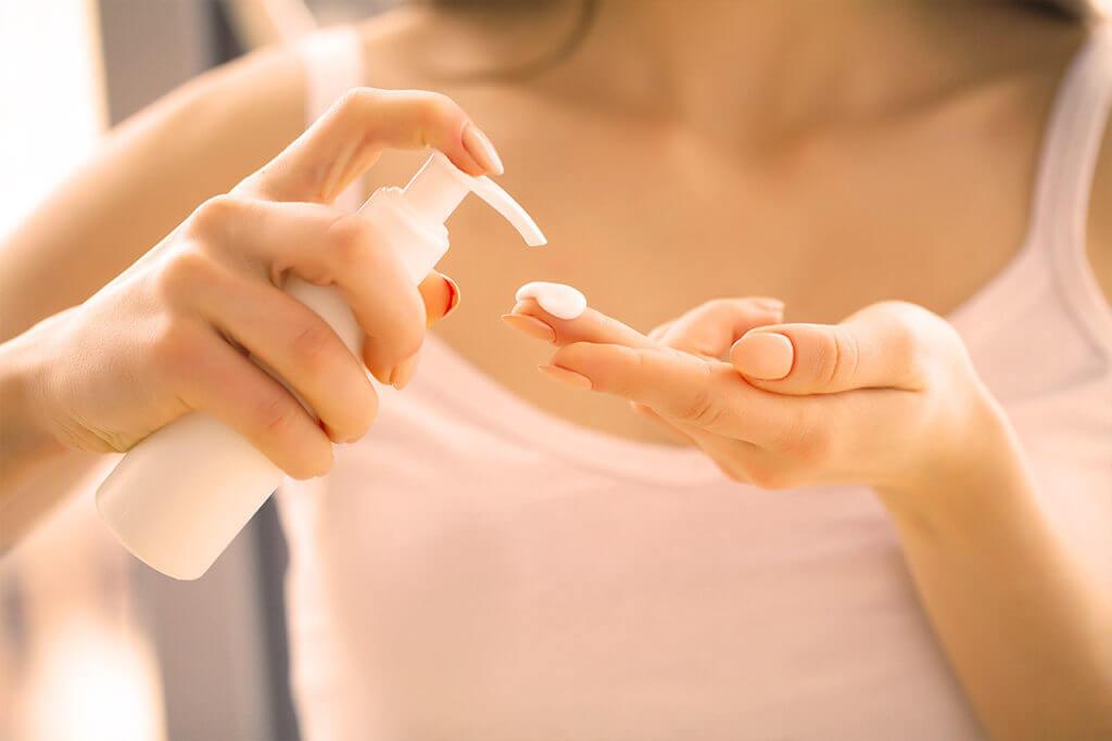 Lokale Behandlung durch Rosacea Creme, -Lotion und -Gel
