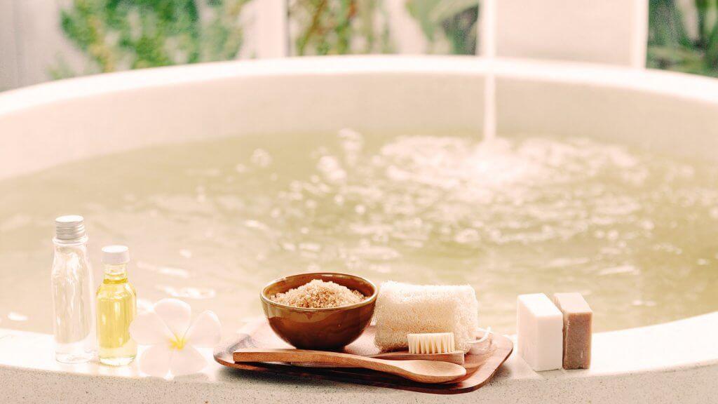 Hausmittel bei Juckreiz - ein entspannendes Bad kann helfen